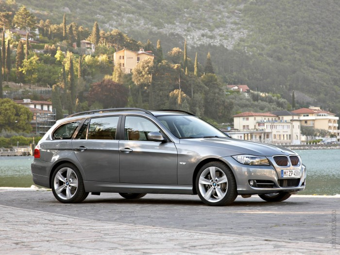 BMW 3 Series Touring 2008 – фотография 1