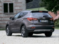Hyundai Grand Santa Fe photo