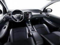 Nissan Tiida photo