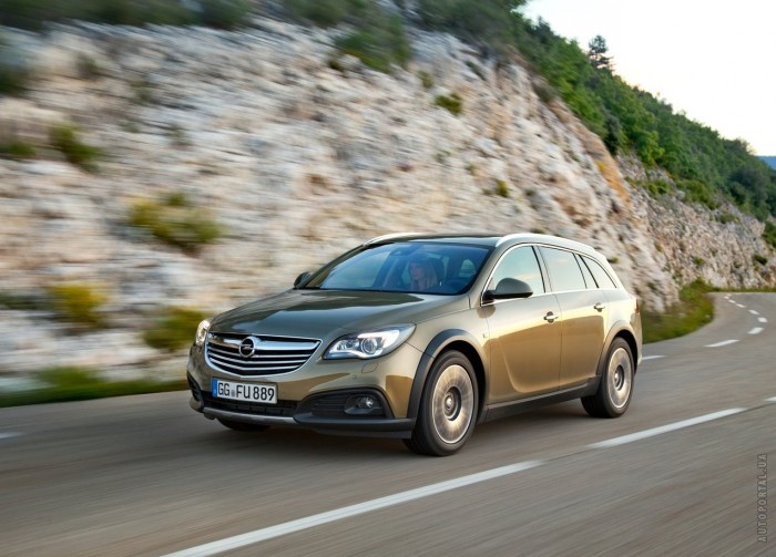 Opel Insignia Country Tourer – фотография 1