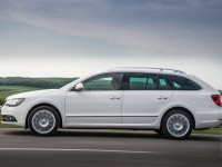 Skoda Superb Combi 2013 photo