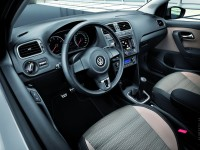 Volkswagen Cross Polo 2010 photo